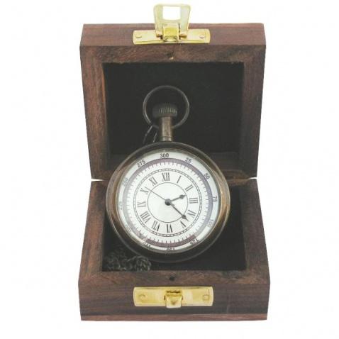 Kapesní hodiny s řetízkem v dřevěné krabičce