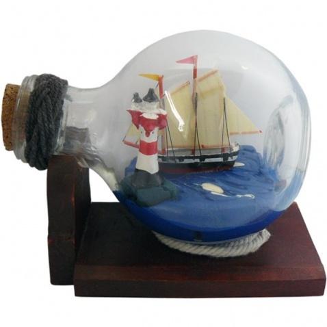 Model lodi v láhvi - plachetnice & maják délka 10,5cm