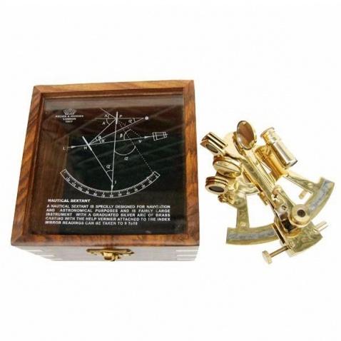 Sextant v dřevěné krabičce