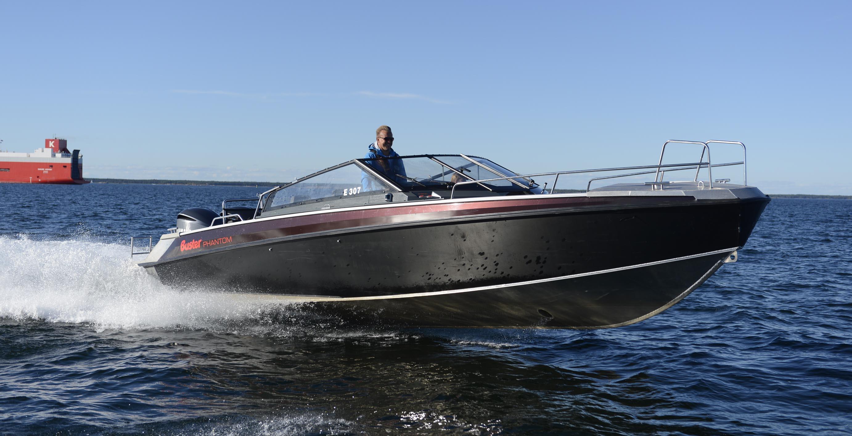 Motorový člun Buster